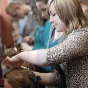 Zajęcia praktyczne w szkole fryzjerskiej